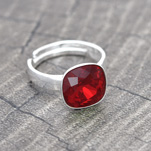 Grossiste Bague Cushion Cut 10MM en Argent et Cristal Rouge Light Siam