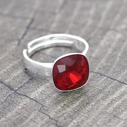 Bague Cushion Cut 10MM en Argent et Cristal Rouge Light Siam